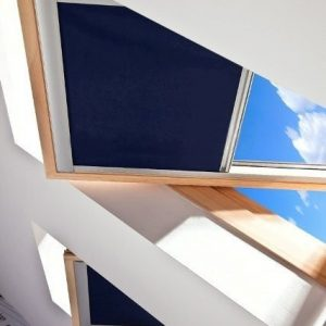 ROLETY DACHOWE Producent rolet dachowych, rolety dachowe do okien połaciowych dachowych, rolety dachowe w kasecie aluminiowej z prowadnicami 4