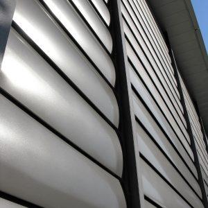 SUNBREAKER ŁAMACZE ŚWIATŁA Żaluzje zewnętrzne aluminiowe, łamacze światła. Producent sunbreaker łamaczy światła. Żaluzje biurowe fasadowe 5