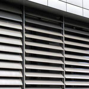 SUNBREAKER ŁAMACZE ŚWIATŁA Żaluzje zewnętrzne aluminiowe, łamacze światła. Producent sunbreaker łamaczy światła. Żaluzje biurowe fasadowe 6